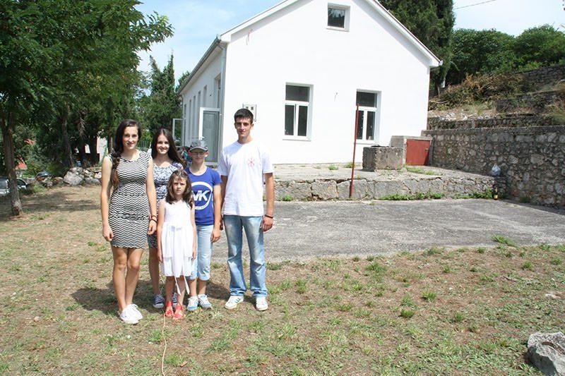 Будућност Пребиловаца: Бојана, Бранка, Биљана, Божана и Бојан Екмечић