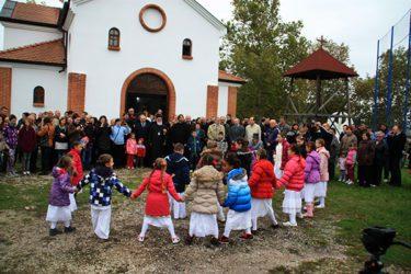 Kleku s ljubavlju: Trebinjci za slavu poklonili Časnu trpezu (FOTO)