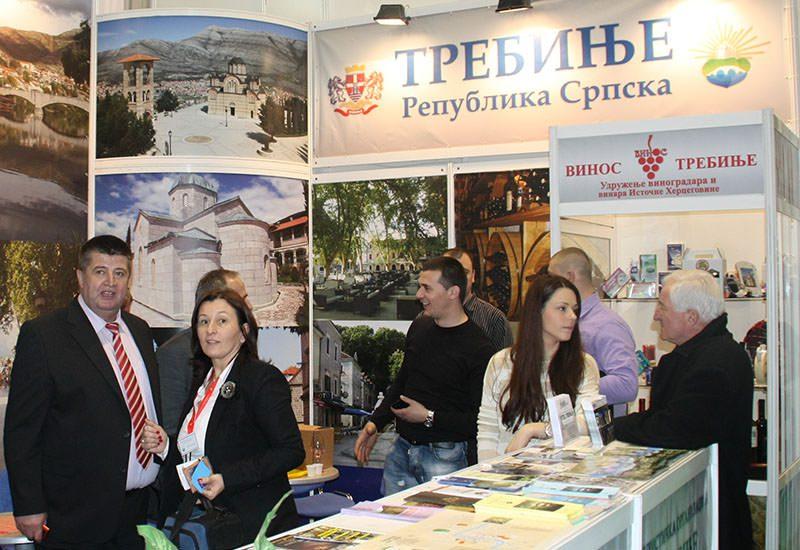 Овако је било прошле године на Сајму туризма: Славко Вучуревић и Татјана Булајић на штанду Туристичке организације Требиња