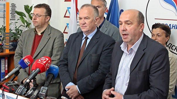 Чавић: Референдум је манифестација немоћи да се ријеше реални проблеми грађана!