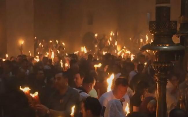 НАЈВЕЋЕ ЧУДО ХРИШЋАНСТВА: Зашто само православнима силази Свети огањ (ВИДЕО)