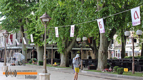 Дучићева улица у Требињу окићена азбуком