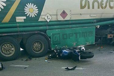 Требиње: Мотоциклиста ударио у цистерну са горивом