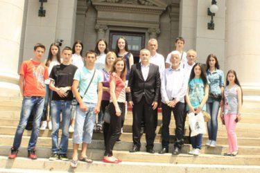 Najbolji nevesinjski osnovci posetili Narodnu skupštinu Srbije