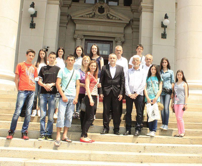 Најбољи невесињски основци посетили Народну скупштину Србије