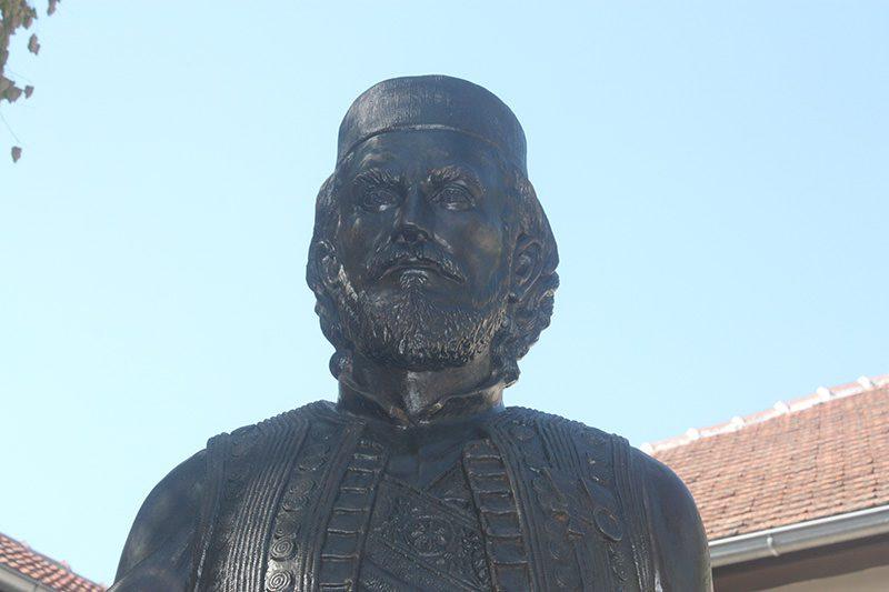 Откривен споменик у Гајдобри: Војвода Лука Вукаловић био је и остао херцеговачки Карађорђе!