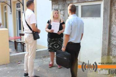 Одложена деложација породице Ђурковић: Извршиоцима закључали врата