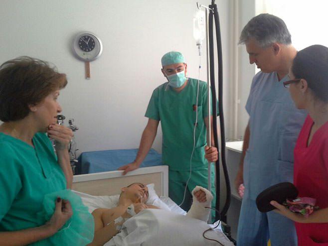 Фоча: Др Нинковић успешно извео компликовану операцију тумора