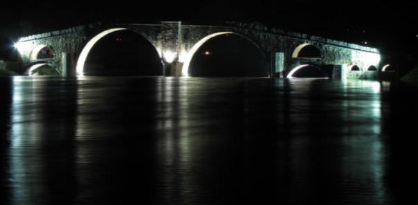 Поново освијетљен Перовића мост