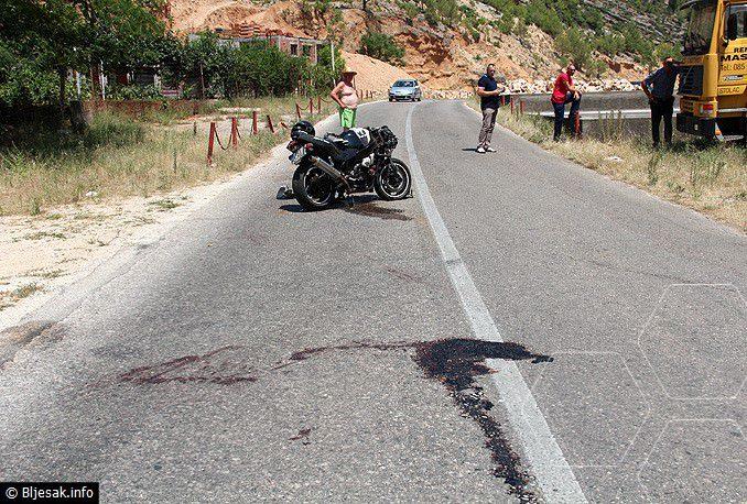 У саобраћајној несрећи код Стоца на мотору погинуо младић из Берковића