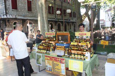 У Требињу отворен сајам меда и вина