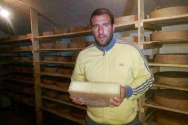 ВИДЕО: Београђанин у Фочи прави швајцарски сир