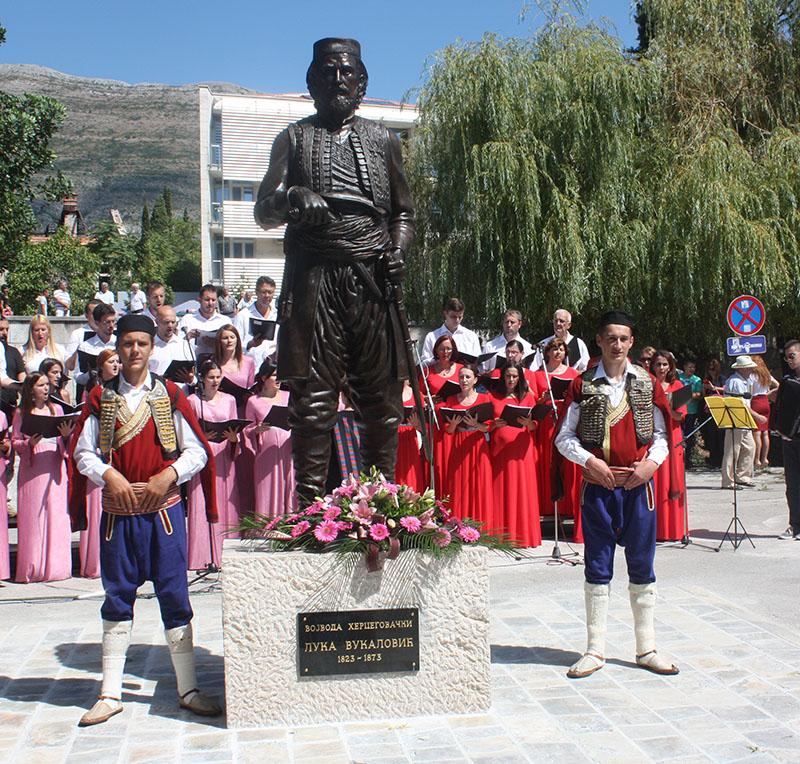 СИМБОЛ ХЕРЦЕГОВАЧКЕ СЛОБОДЕ: Откривен споменик Луки Вукаловићу у Требињу