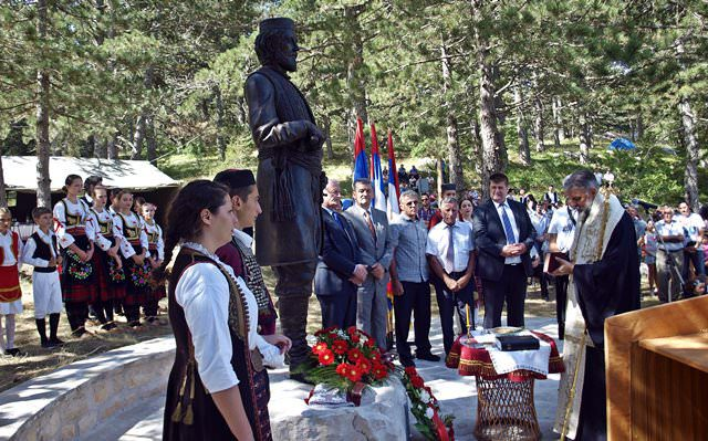 На Ублима откривен споменик војводи Луки