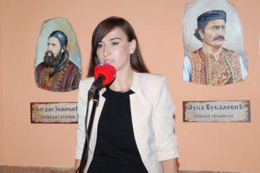 Анђелина Николић: Бијег у вакат камених витезова!