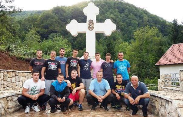 Постављен крст на спомен обиљежју у Добром пољу