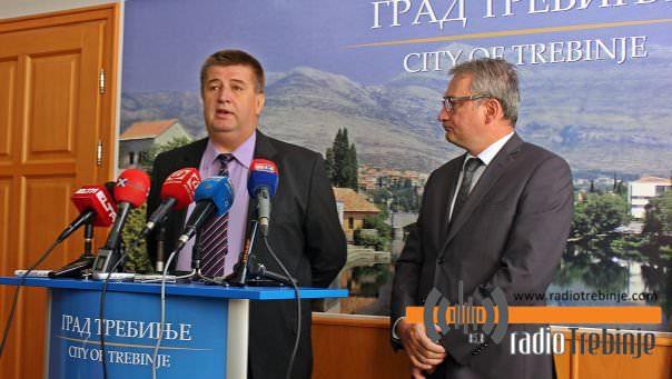 Босић и Вучуревић: Испитаћемо гдје је нестало 100 милиона КМ из Бобар банке?