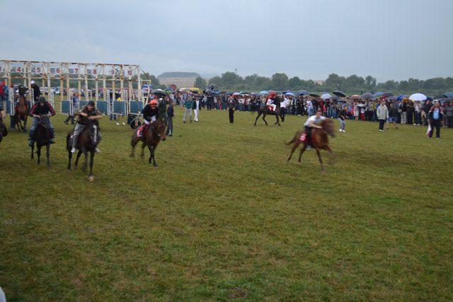ВЛАСНИЦИ ГРЛА ВАРАЛИ: Поништена мала трка коња на Невесињској олимпијади!