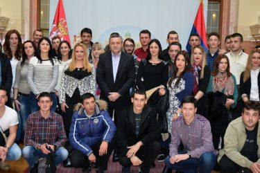 Miodrag Linta primio studente iz RS: Sačuvajte srpski identitet, jezik i ćirilicu! (FOTO)