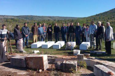74 ГОДИНЕ НАКОН УСТАШКОГ ЗЛОЧИНА: Ископане мошти Светих мученика из Горњег Храсна (ВИДЕО)