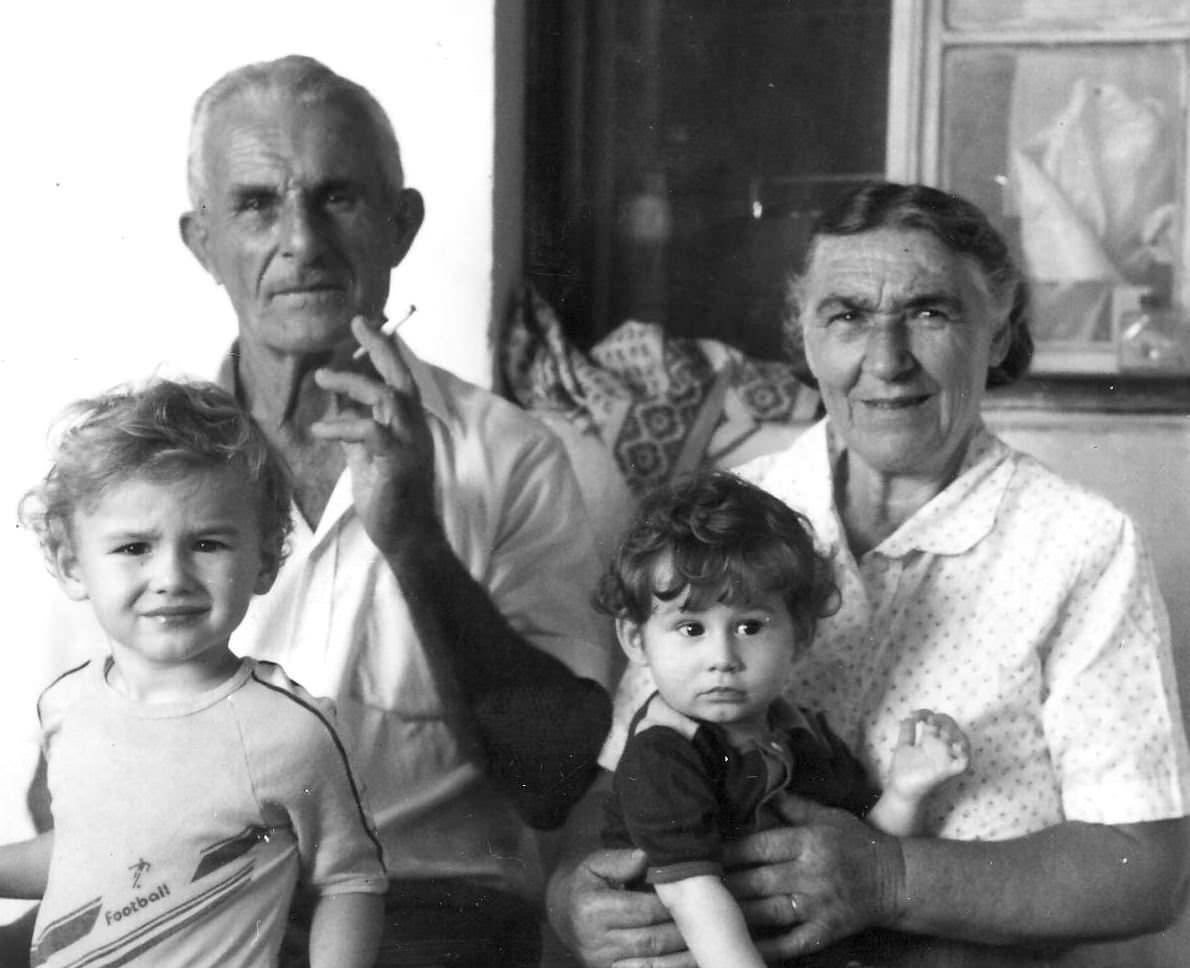 Re-exposure of Mirko i Mara sa unucima