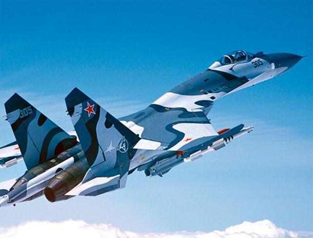 Ruski-bombarder-Suhoj-SU-37 (1)