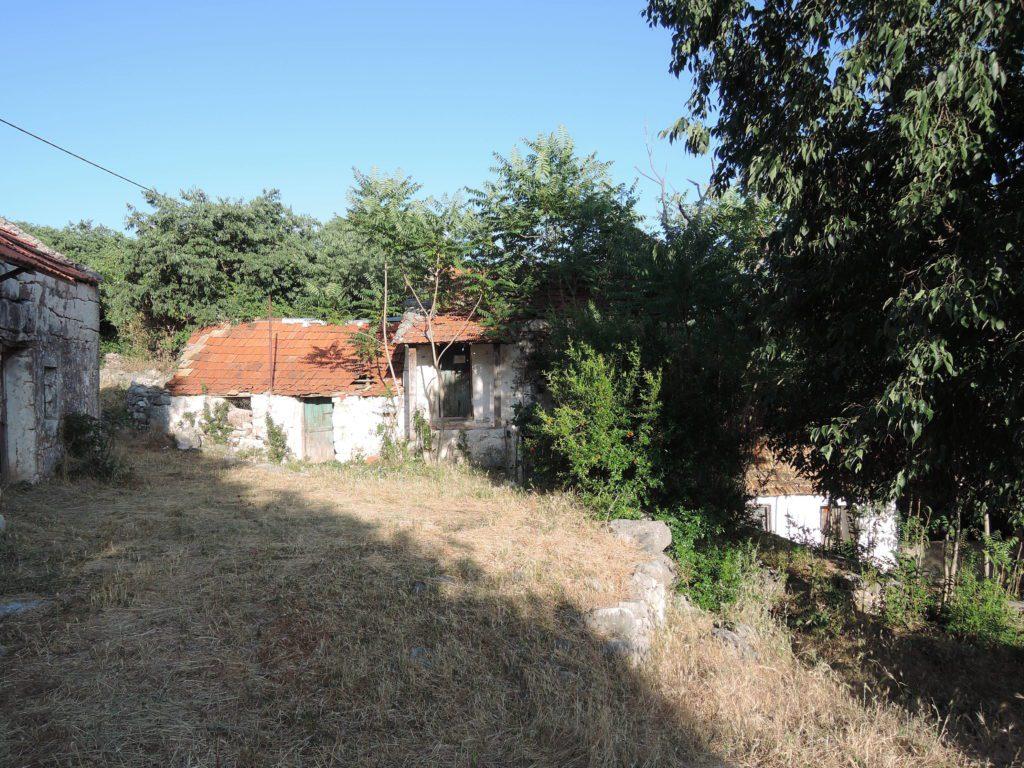 Битуња- српске куће у мртвом селу