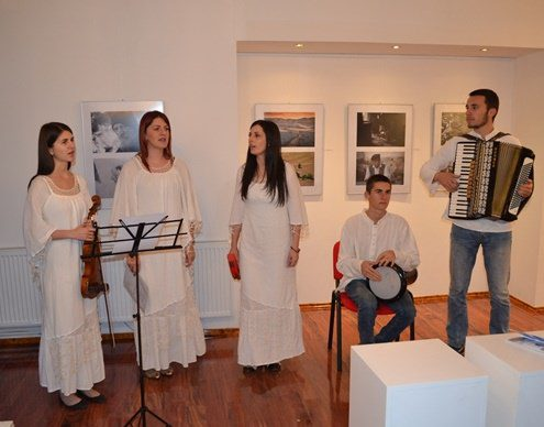 Невесиње: У градској галерији отворена изложба фотографија Фото кино клуба Требиње