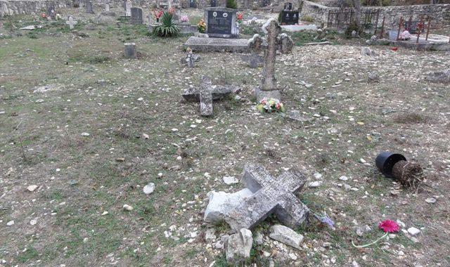 unisteno-groblje-manastira-Krka (2)