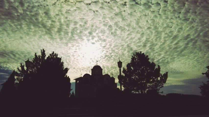 ОБЈЕКТИВ БЕЗ МАСКЕ: Дучићевим стопама каменом земљом Херцеговом