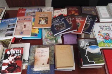 """Уручена прва донација књига за библиотеку """"Света Стана Арнаут"""" у Пребиловцима"""