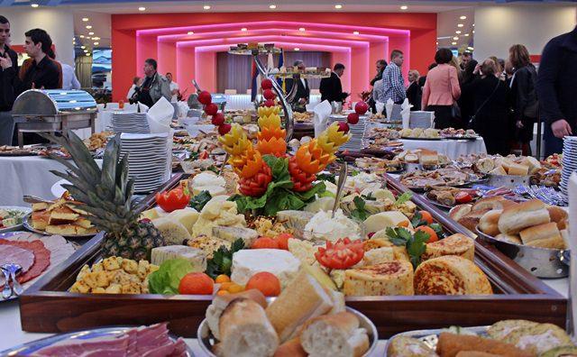 САБОР ВИСОКИХ ЗВАНИЦА: Први требињски фестивал вина и хране (ФОТО)