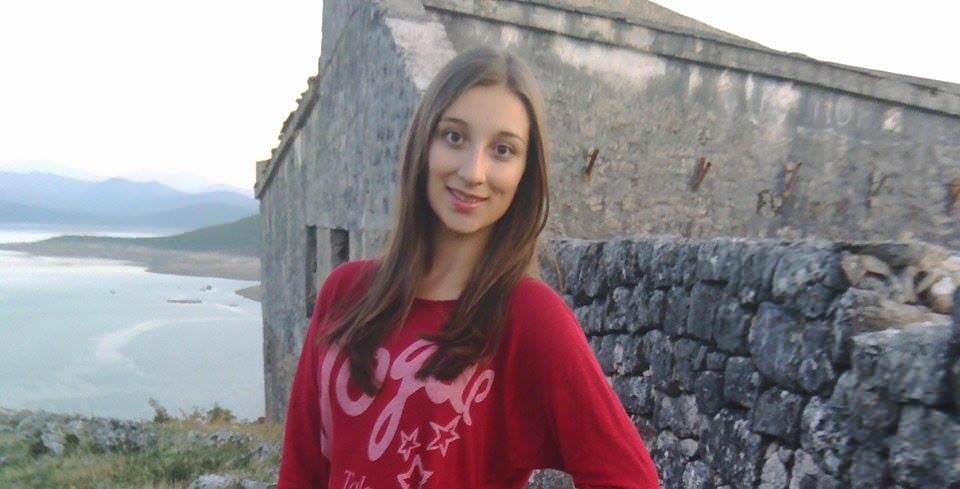 ДАЈАНА АЛЕКСИЋ ПЈЕСМАМА ОПОМИЊЕ: Одрекнемо ли се крста и ћирилице - заборавићемо и своје име