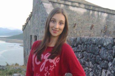 ДАЈАНА АЛЕКСИЋ ПЈЕСМАМА ОПОМИЊЕ: Одрекнемо ли се крста и ћирилице – заборавићемо и своје име