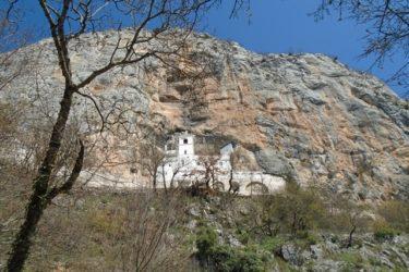 СВЕТОМ ВАСИЛИЈУ У ПОХОДЕ: Манастир Острог (фото: Верица Чупковић)