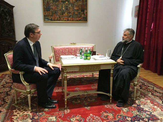 МОСТАР: Вучић са Србима и епископом Григоријем