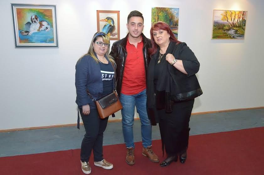 ТРАГ У БЕСКРАЈУ:Самостална изложба средњошколке Лане Радан у Билећи