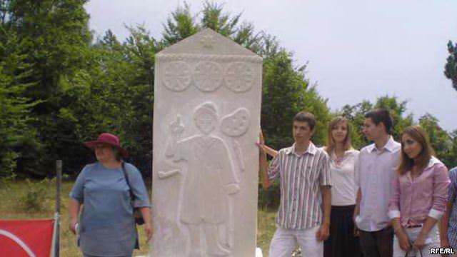 Стећак на гробу Лазара Дрљаче на Борцима