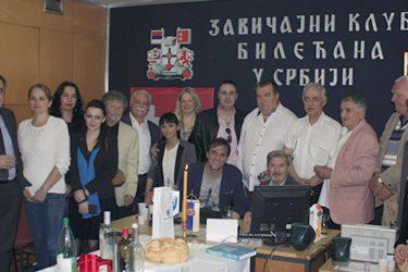 ДОМАЋИНИ, СРЕЋНО – НА МНОГАЈА ЉЕТА! Билећани у Србији први пут прославили крсну славу (ФОТО)