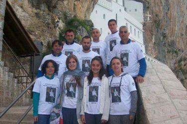 SNAGA VJERE: Bilećki planinari treći put se poklonili moštima Svetog Vasilija! (FOTO)