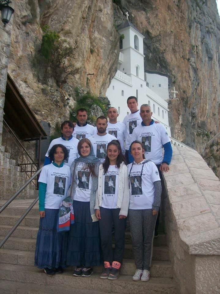 СНАГА ВЈЕРЕ: Билећки планинари трећи пут се поклонили моштима Светог Василија! (ФОТО)