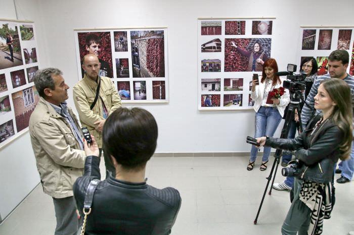 ЖИВОТ ЈЕ ПАПРИКА: Радоје Елез представио Билећанима трећу самосталну изложбу фотографија