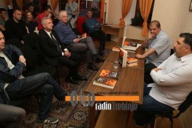 """ТРЕБИЊЕ: Михајло Тодић промовисао књигу """"Kако је фудбал порастао?"""""""