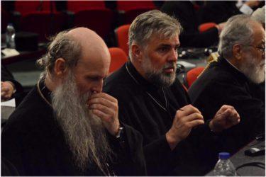 """ВЛАДИКЕ ГРИГОРИЈЕ И МАКСИМ: Дугачак пост, као и """"дуге молитве"""" нису нужно знамење побожности"""