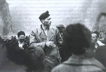 Francetić drži govor seljacima u istočnoj Bosni 194