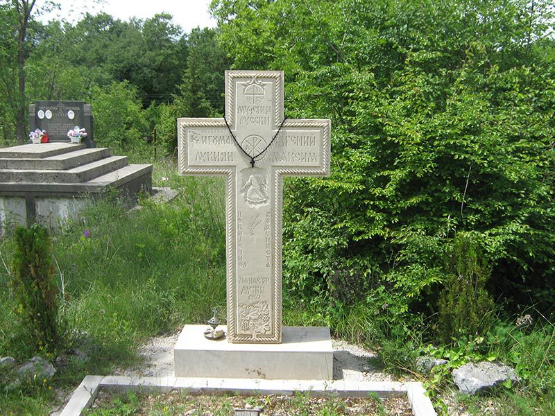 Spomenik u Duzima (1)