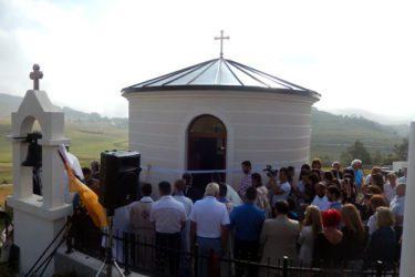 ЧЕМЕРНО: Прво крштење у освештаном храму Свете Петке  (ВИДЕО)