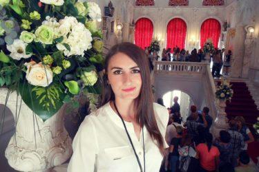 ПУТОВАЊЕ КАО НАГРАДА: Билећка ученица генерације посјетила Бели двор и Русију