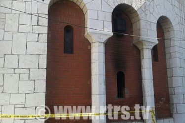 САРАЈЕВО: Запаљен дио храма Преображења Господњег