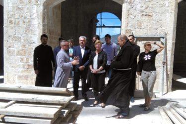 Предсједница Хрватске посјетила православну Саборну цркву у Мостару